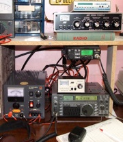 Ham radio equipment of VE2DPE.